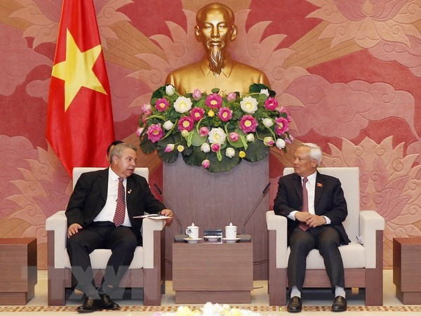 Cuba looks to learn from Vietnam's constitutional amendment hinh anh 1