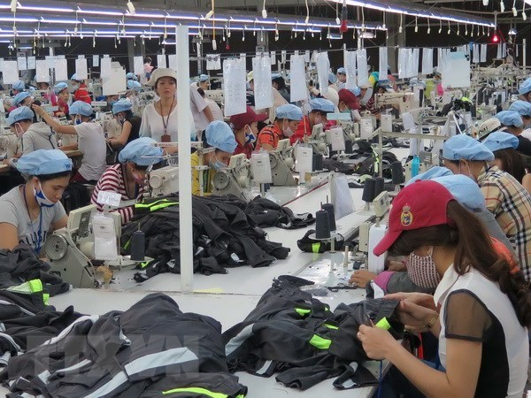 Vietnam among top five global textile exporters hinh anh 1