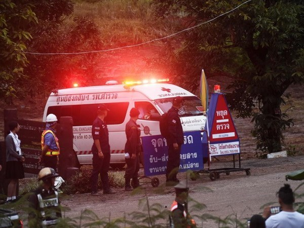 Thailand: Four more boys rescued from flooded cave hinh anh 1