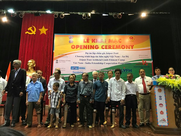 India provides free artificial limbs for Vietnamese with disabilities hinh anh 1