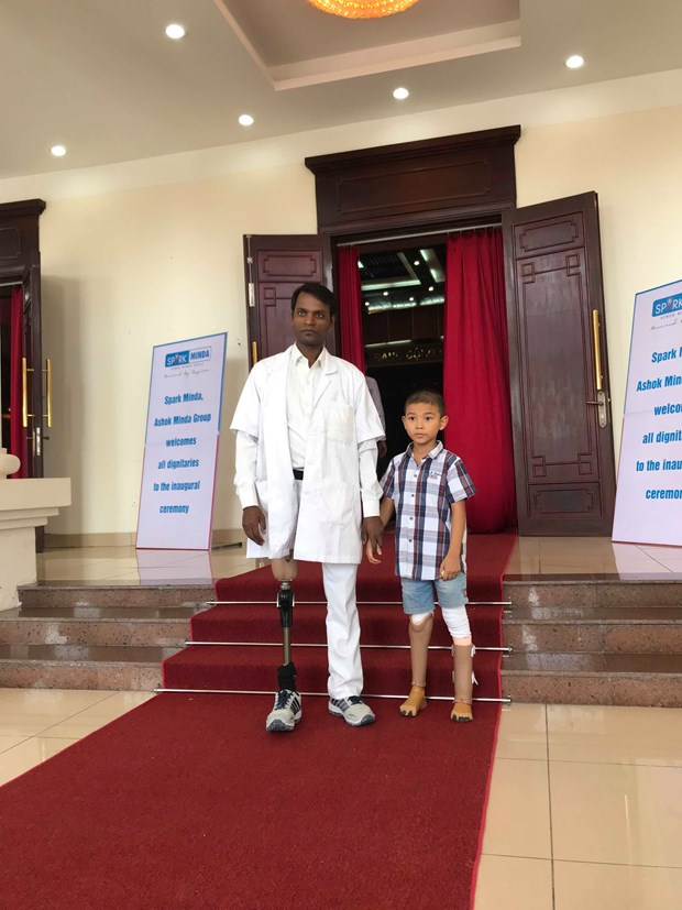 India provides free artificial limbs for Vietnamese with disabilities hinh anh 2