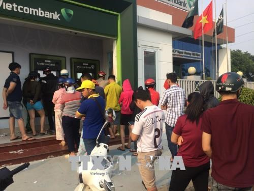 Commercial banks yet to raise fees hinh anh 1