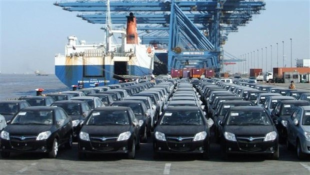 Vietnam's automobile sales drop 6 percent in first half hinh anh 1