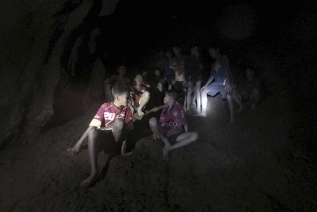Congratulations to Thailand on successful rescue of trapped football team hinh anh 1