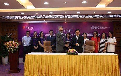 IFC, TPBank sign deal on 100 million USD loan hinh anh 1
