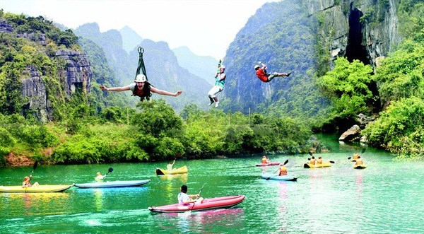 Quang Binh sees accommodation overload during tourist season hinh anh 2