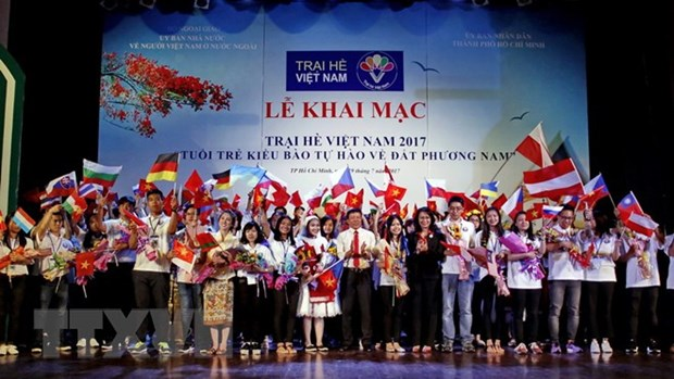 Summer camp marks 15 years of young Vietnamese connections hinh anh 1