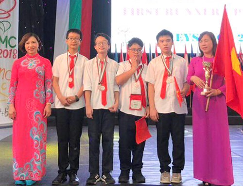 Vietnamese students win big at int'l math competition in Bulgaria hinh anh 1