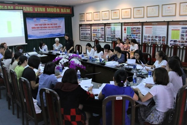Training given for early intervention for autistic children hinh anh 1