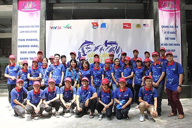 Beach cleanup campaign launched in Hanoi hinh anh 1