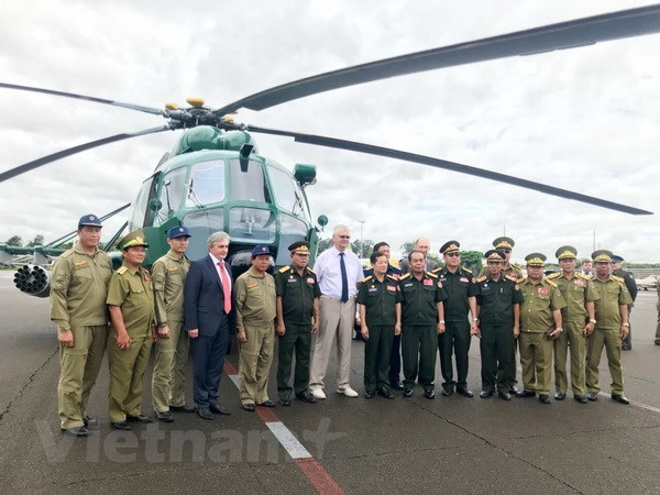 Russia hands over four helicopters to Laos hinh anh 1