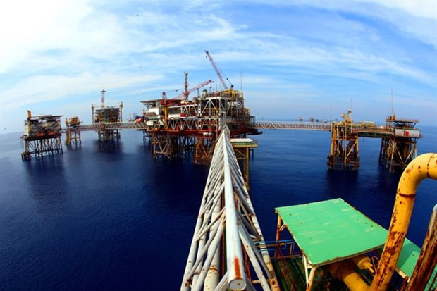 Oil, gas output exceeds six-month targets hinh anh 1