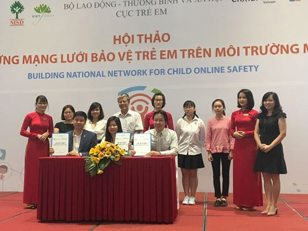 Microsoft helps Vietnam protect children in cyberspace hinh anh 1
