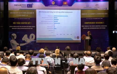 Symposium talks readiness of Vietnamese firms for Industry 4.0 hinh anh 1