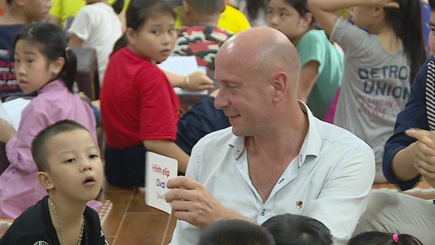 Free English classes offered at pagoda: Hanoi hinh anh 3