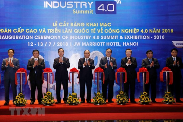 PM attends Industry 4.0 Summit and Expo 2018 hinh anh 1