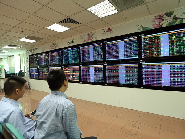 Vietnam's stock market predicted to recover in second half hinh anh 1