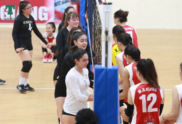 US female junior volleyball players play in Vietnam hinh anh 1