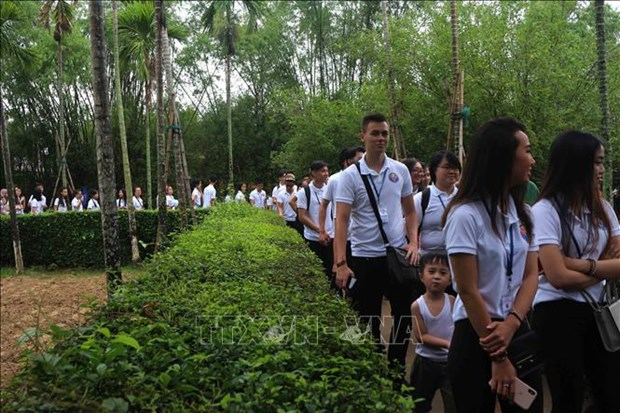 Summer Camp: young expats visit late President Ho Chi Minh's homeland hinh anh 1
