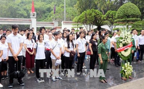 VN Summer Camp: Young expats learn history in Dong Loc T-junction hinh anh 2