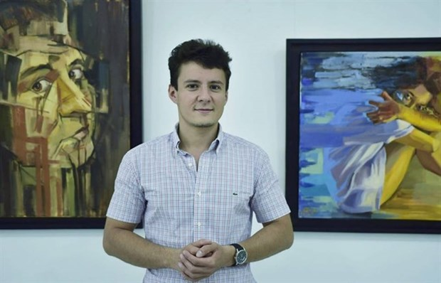 Romanian painter showcases experiences in Vietnam hinh anh 1
