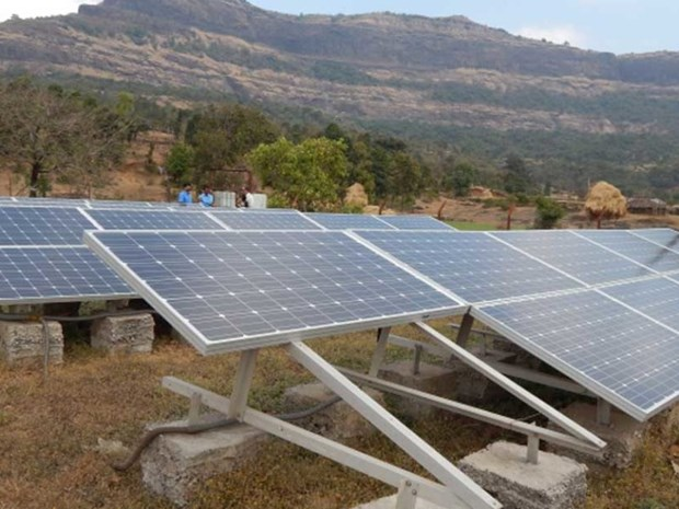 Lao government advised to boost renewable energy investment hinh anh 1