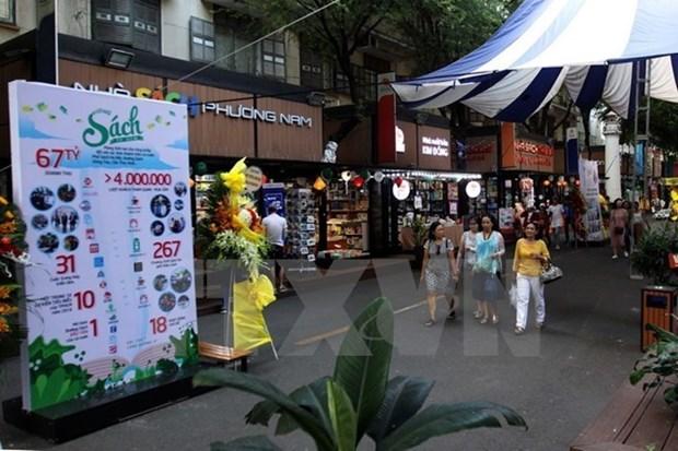 HCM City book street earns 877,000 USD hinh anh 1