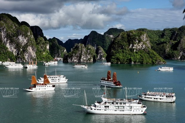 Ha Long Bay among 100 most beautiful UNESCO World Heritages hinh anh 1