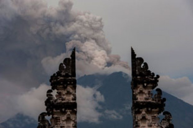 Indonesia: Bali's tourism unaffected by volcanic eruption hinh anh 1