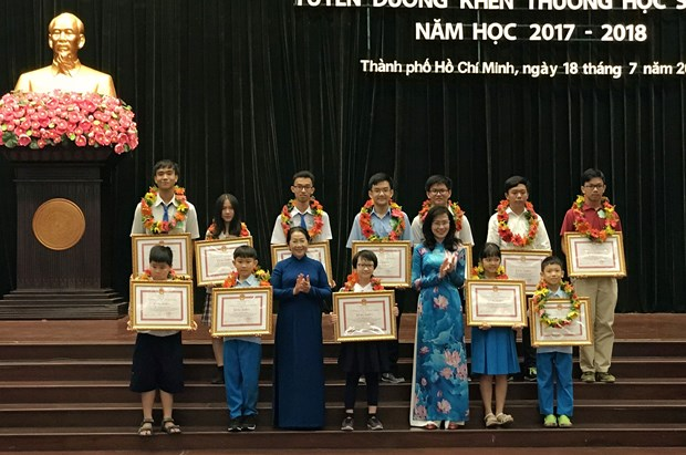 HCM City honours 778 outstanding students hinh anh 1