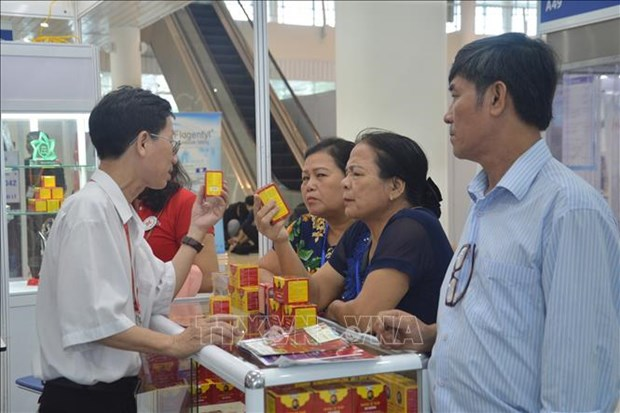 First int'l medi-pharm exhibition in Da Nang opens hinh anh 1