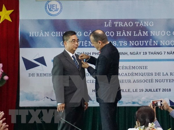 France's Order of Academic Palms presented to Vietnamese scholar hinh anh 1