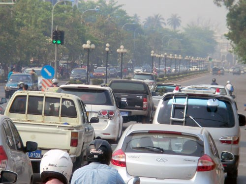 Laos: Vientiane authorities work to reduce traffic accidents hinh anh 1