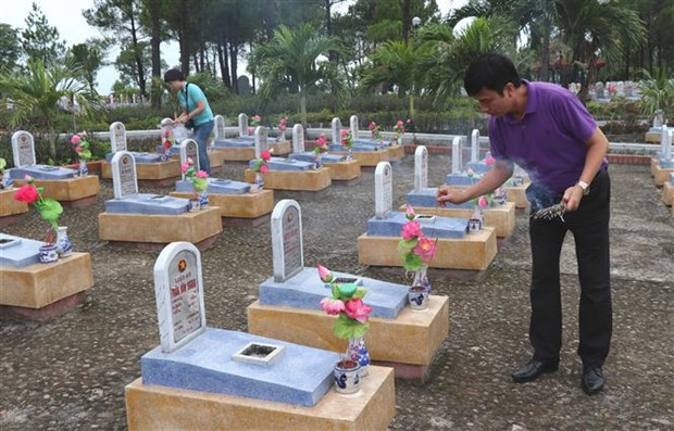 Aid offered to upgrade war martyrs' cemeteries in Quang Tri hinh anh 1