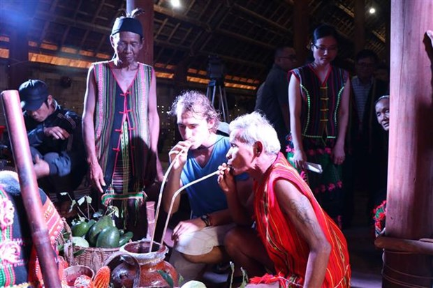 Dak Nong: avocado festival of M'Nong ethnic group re-enacted hinh anh 1