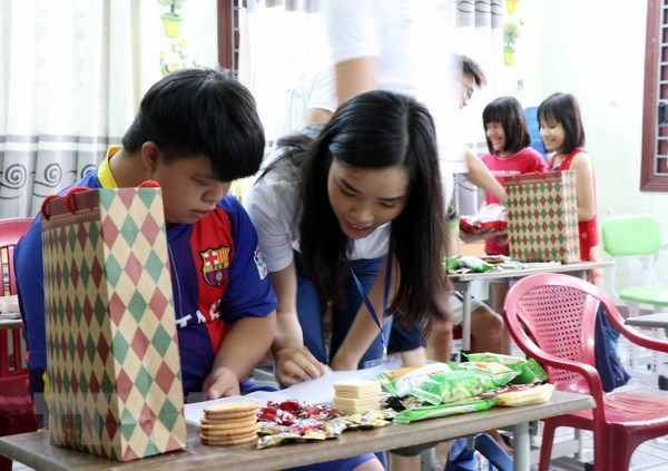 Summer camp: Young expats visit Hoi An city hinh anh 1