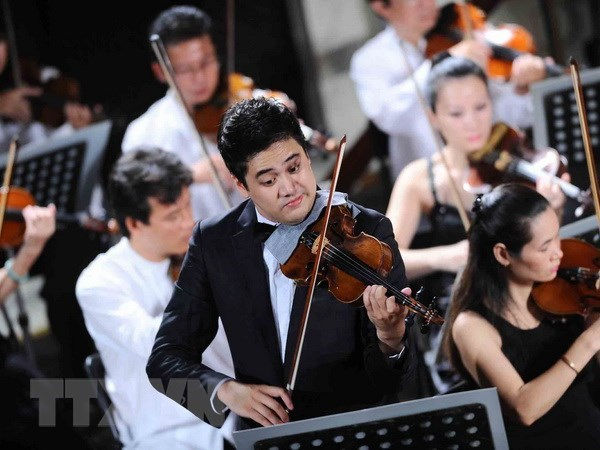 Violinist Bui Cong Duy to perform at Toyota Concert 2018 hinh anh 1