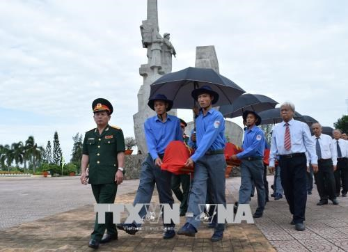 Dong Thap, An Giang hold memorial services for fallen soldiers hinh anh 1