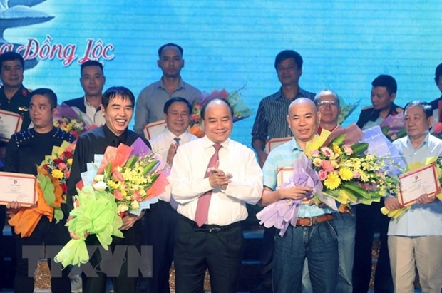 Winners of songwriting contest praising Dong Loc girls announced hinh anh 1