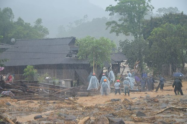 Front sends relief to flood-hit Yen Bai hinh anh 1