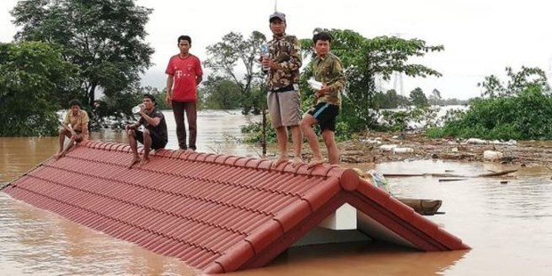 Lao PM directly monitors rescue efforts for victims in dam collapse hinh anh 1