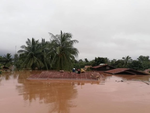 Vietnam expresses sympathy with Laos over losses in dam collapse hinh anh 1