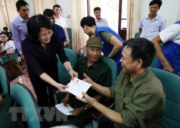 Officials visit war heroes in build up to War Invalids and Martyrs hinh anh 1