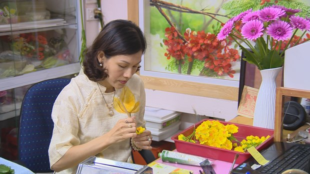 Beautify your life with clay flowers hinh anh 2