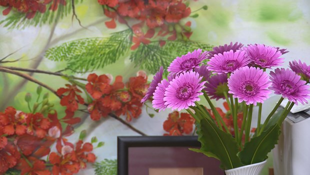 Beautify your life with clay flowers hinh anh 1