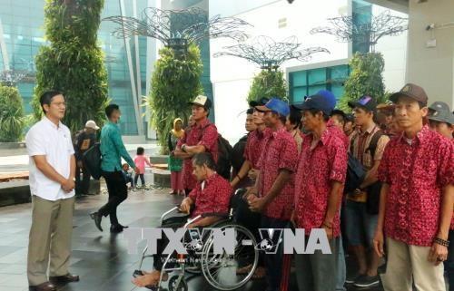 Indonesia returns 42 detained Vietnamese fishermen hinh anh 1