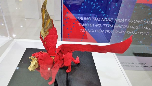 Vietnamese artists wing up Japanese origami art hinh anh 1