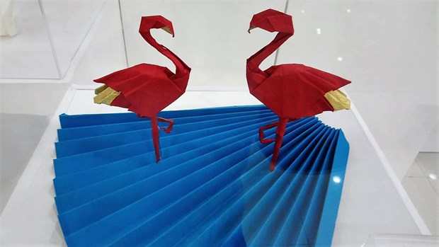 Vietnamese artists wing up Japanese origami art hinh anh 3