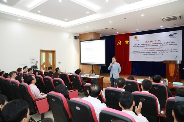 Samsung Vietnam opens more training courses for consultants in support industry hinh anh 1