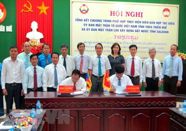 Vietnamese, Lao localities work to build peaceful borderline hinh anh 1
